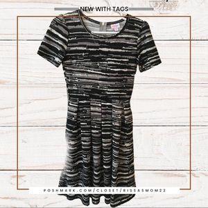 LuLaRoe Dresses - LULAROE Amelia Dress Black & White Size Small NWT